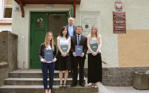 Pierwsi w historii WNoZ absolwenci Geologii już po obronach
