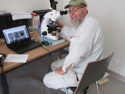 3-1-microscope-work-station