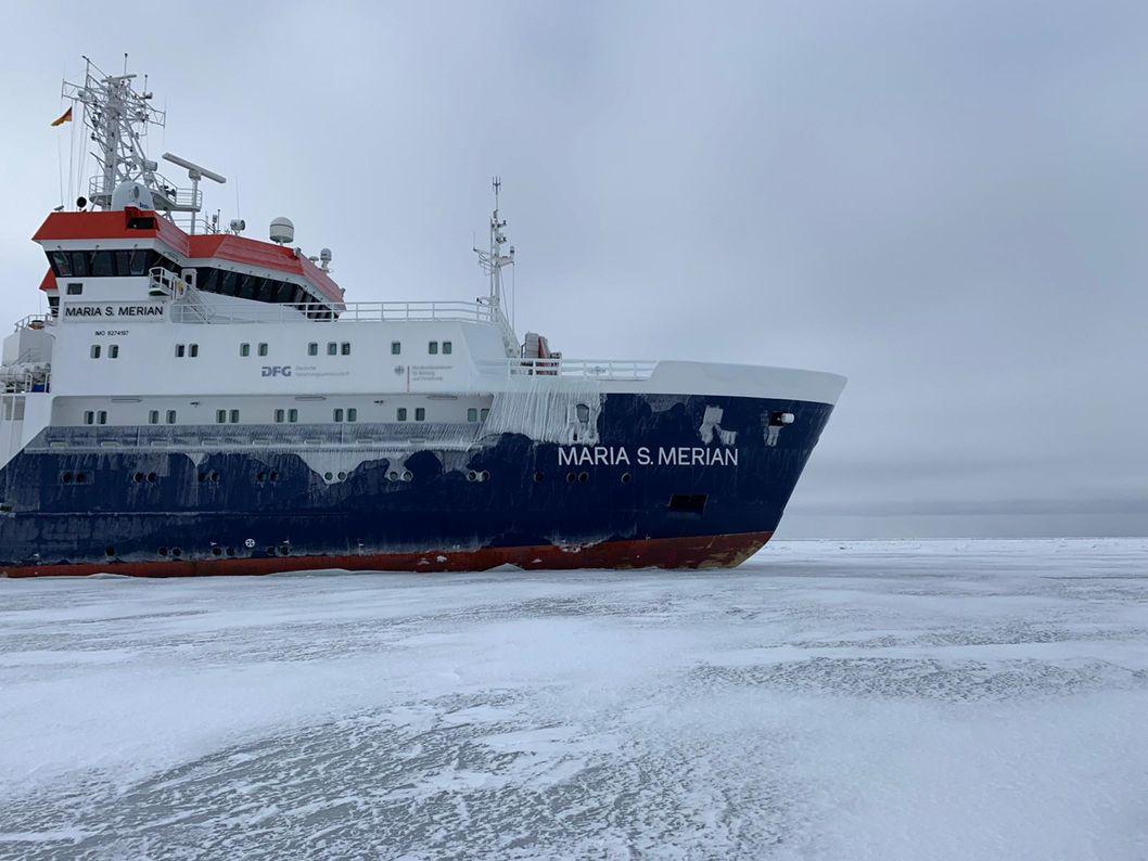 Studenci oceanografii Uniwersytetu Szczecińskiego na zimowym rejsie badawczym na Bałtyku